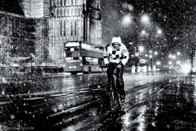 London When it Snows: Cyclist